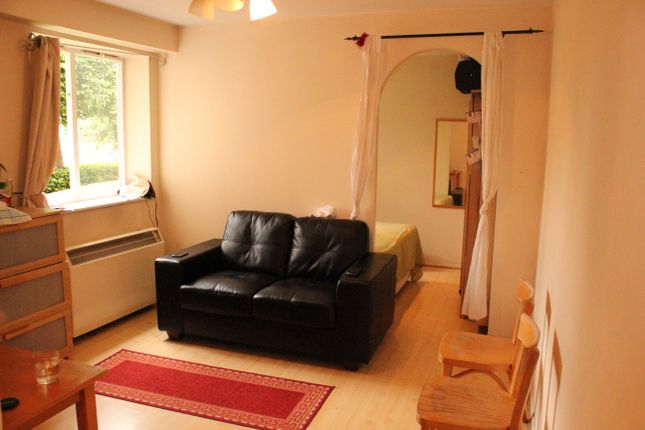 Thumbnail Flat to rent in Telegraph Place, London