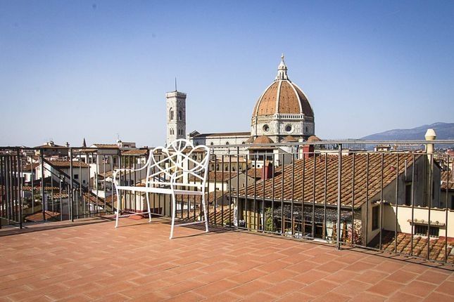 35 bed town house for sale in Florence, Italy