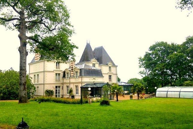 Thumbnail Property for sale in Pays De La Loire, Mayenne, Chateau Gontier