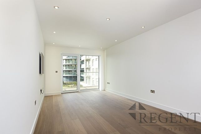 2 bed flat to rent in Parr's Way Fulham, London