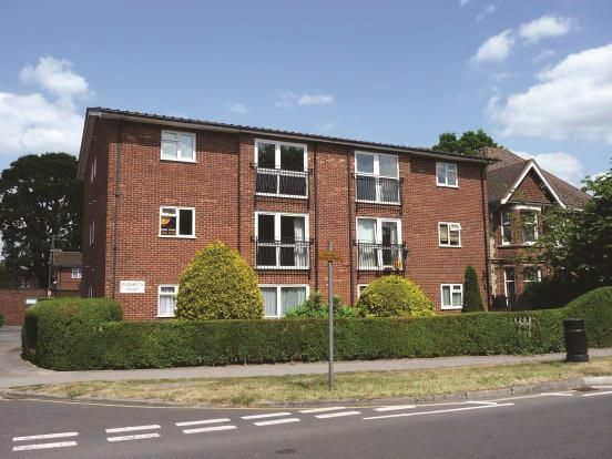 Thumbnail Flat to rent in Victoria Road, Horley