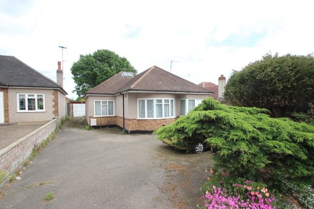 Thumbnail Detached bungalow for sale in Links Way, Hadleigh, Benfleet