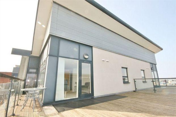 2 bed flat for sale in Altamar, Kings Road, Swansea