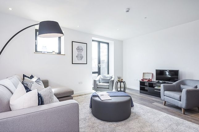 Thumbnail Flat to rent in Three Colts Lane, London