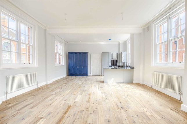 Thumbnail Flat for sale in Bluecoats Avenue, Hertford, Hertfordshire
