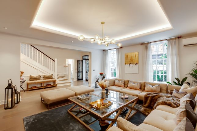 Thumbnail Town house to rent in Cheyne Place, London
