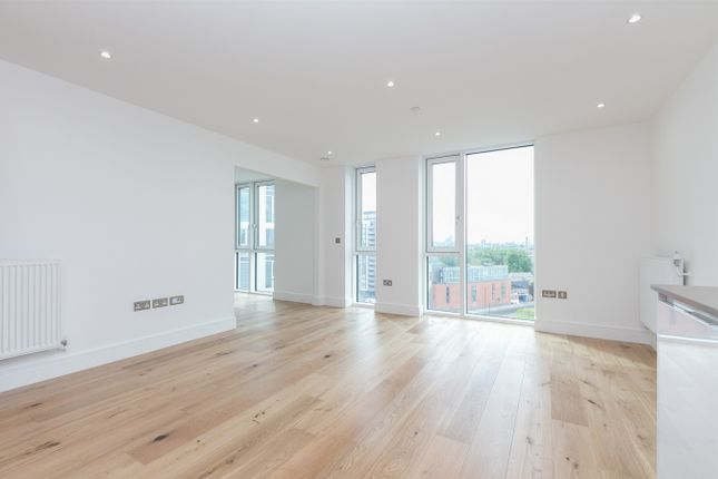 1 bed flat to rent in Sky View Tower, 2-12 High Street, Stratford