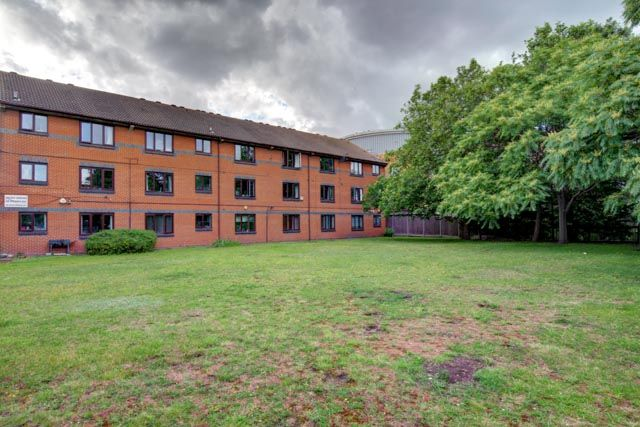 2 bed flat for sale in Brymay Close, London E3