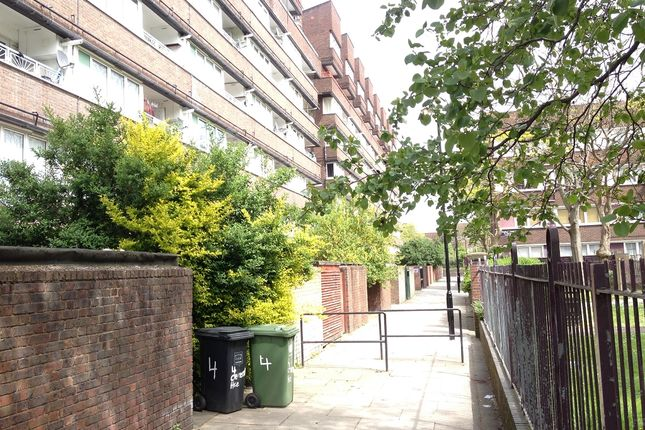 Thumbnail Maisonette to rent in Clement House, Rainsborough Avenue, Surrey Quays