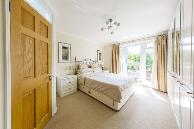 Picture No. 19 of River Drive, Upminster RM14