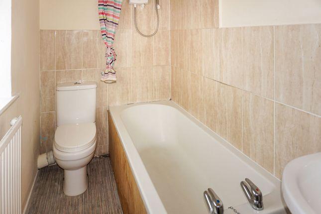 Bathroom of Lowood Lane, Birstall, Batley WF17