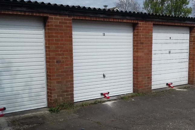 Parking/garage to rent in Albert Street, Windsor