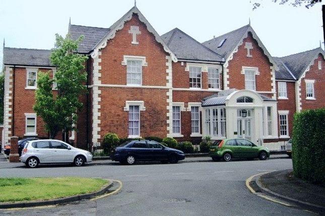 Thumbnail Flat to rent in Queenscourt, Victoria Crescent, Chester