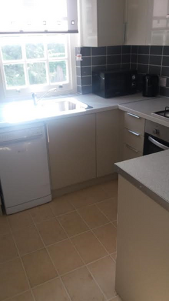 2 bed shared accommodation to rent in Oakworth Road, North Kensington