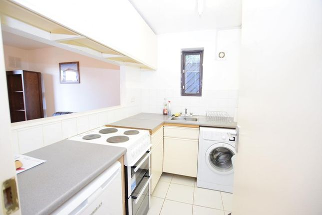 Thumbnail Flat to rent in Grovelands Close, London