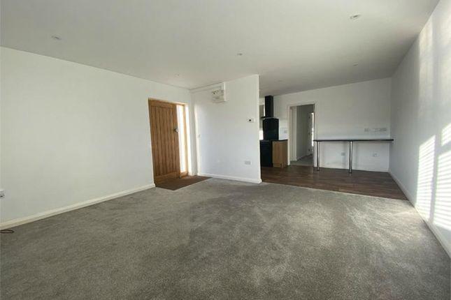 2 bed flat to rent in Eden Place, Gravesend DA12