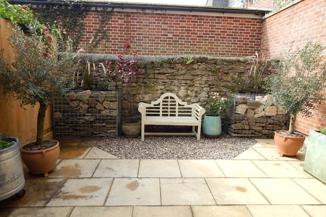 Town house to rent in Lombard Street, Abingdon