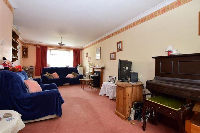Thumbnail Link-detached house for sale in Streatfield, Edenbridge, Kent
