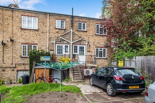Thumbnail Flat to rent in A Lawn Lane, Hemel Hempstead