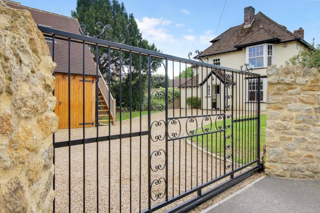 Thumbnail Detached house for sale in Lechlade Road, Faringdon