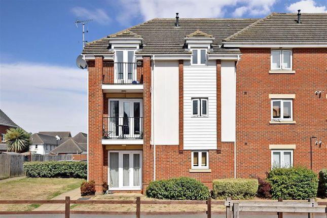 Thumbnail Flat for sale in Ingram Close, Larkfield, Aylesford, Kent