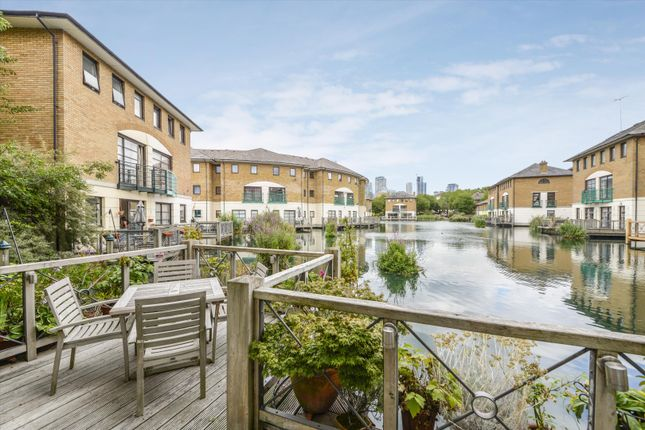 Thumbnail Terraced house for sale in Plover Way, London