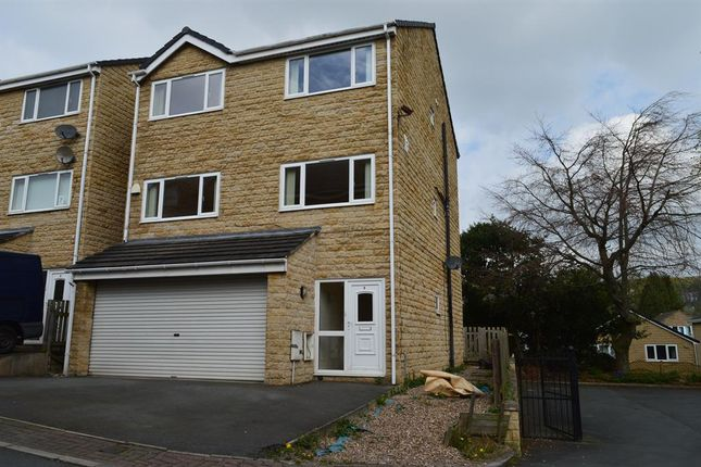 5 bed detached house to rent in Redwing Crescent, Huddersfield