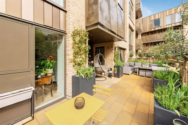 Thumbnail Flat for sale in Featherstone Street, London