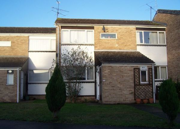 Thumbnail Flat to rent in Wallace Close, Woodley, Reading
