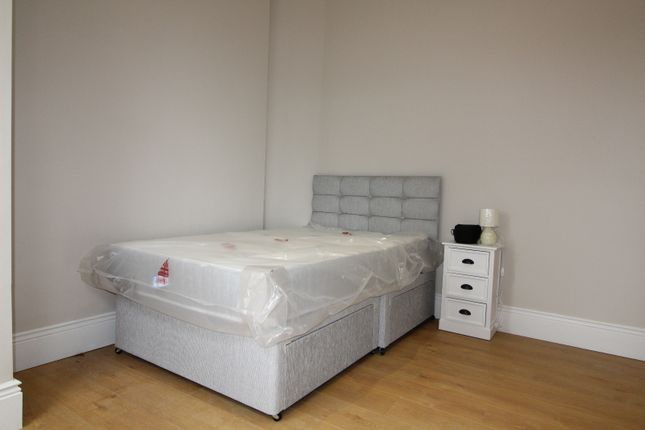 1 bed flat to rent in Eastern Road, London