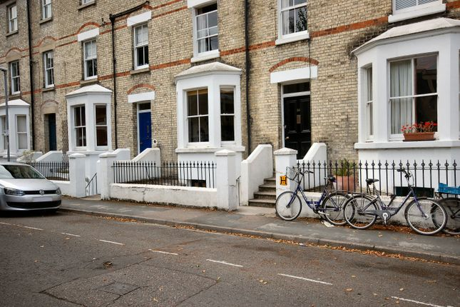 Thumbnail Flat to rent in Warkworth Terrace, Cambridge, Cambridgeshire