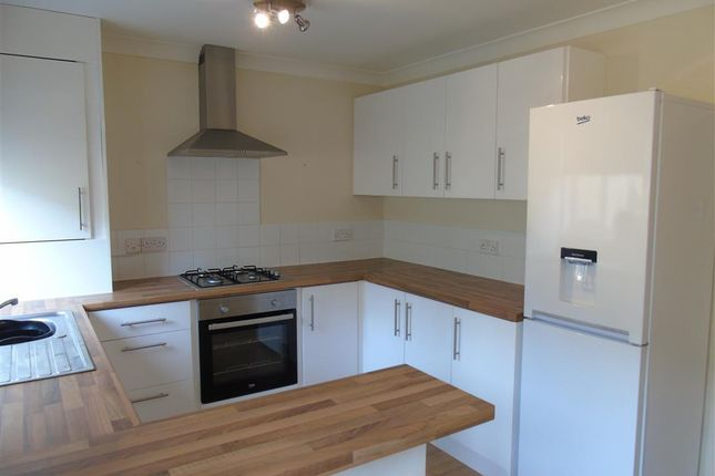 3 bed semi-detached house to rent in Sansom Street, Risca, Newport