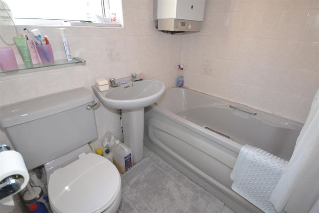 Bathroom of Forknell Avenue, Wyken, Coventry CV2