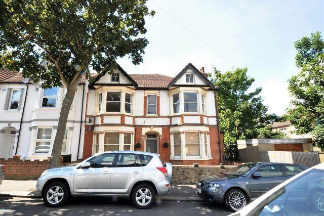 Thumbnail Shared accommodation to rent in Silverdale Avenue, Westcliff-On-Sea