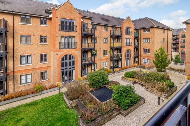 Thumbnail Flat for sale in Piazza House, Tonbridge, Kent