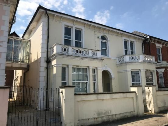 Thumbnail Flat to rent in 8 Cavendish Road, Southsea