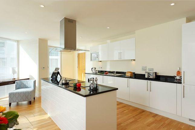 Thumbnail Flat to rent in Garford Street, London