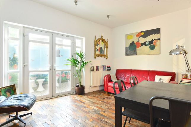 Maisonette for sale in Melbourne Grove, East Dulwich, London