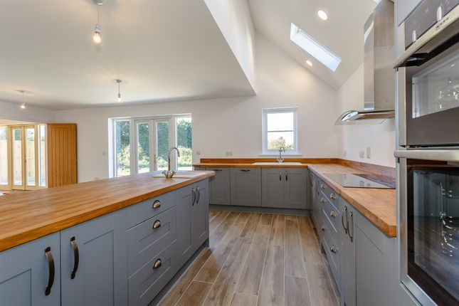 4 bedroom detached house for sale in Norwich Road, Saxlingham Nethergate, Norwich