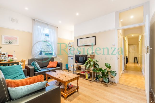 3 bed flat to rent in Felsberg Road, Brixton SW2