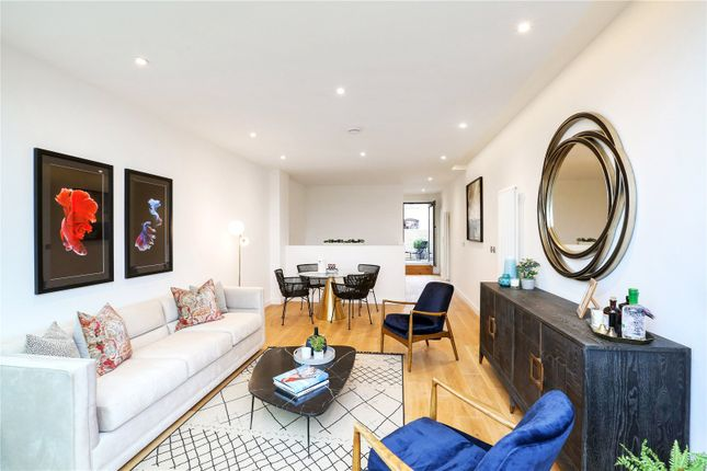 Thumbnail Flat for sale in Reardon Path, London