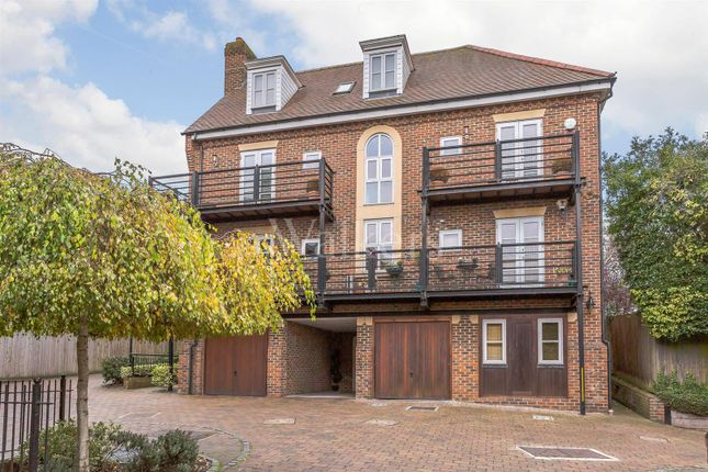 Thumbnail Flat for sale in Alexander Mews, High Street, Billericay