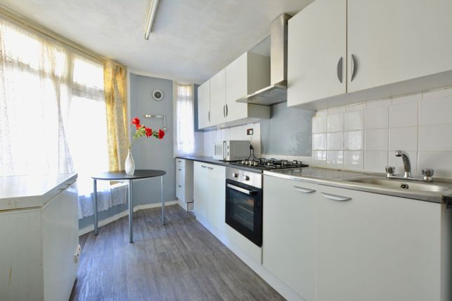 Thumbnail Flat for sale in Ponton House, Streatham Hill