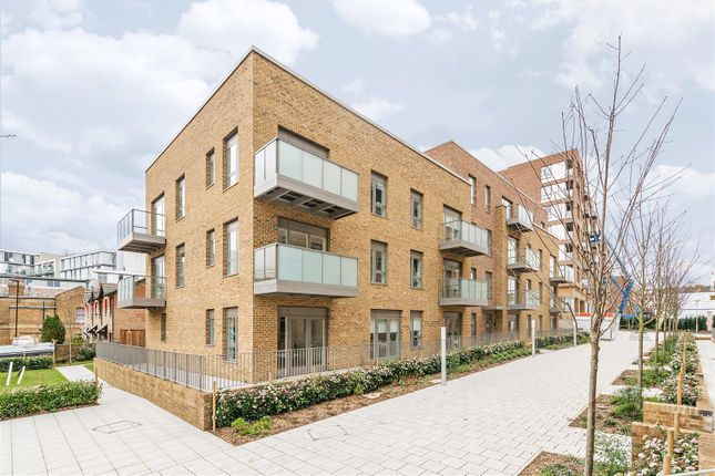 Thumbnail Flat to rent in Bath House Court, Smithfield Square, Hornsey