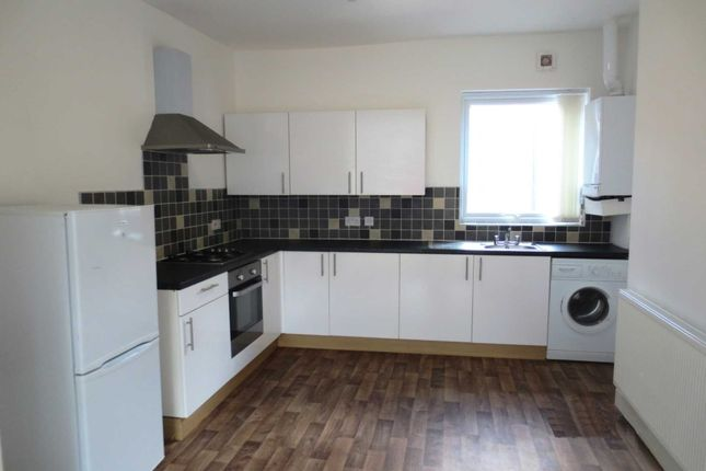 Flat to rent in Monton Road, Eccles, Manchester