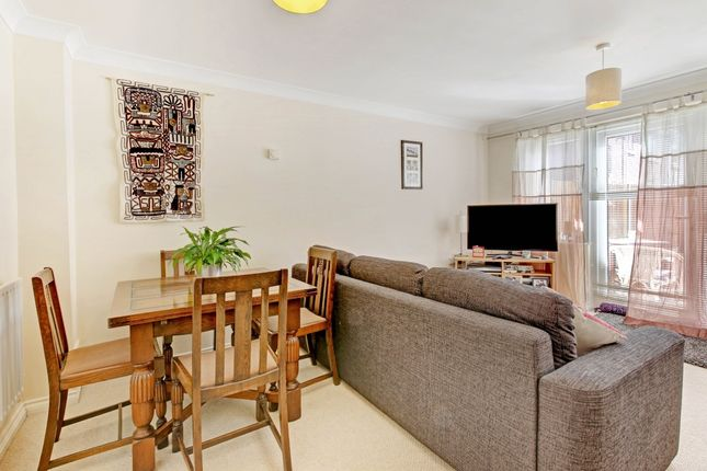 Thumbnail Terraced house to rent in The Oaks, Newbury