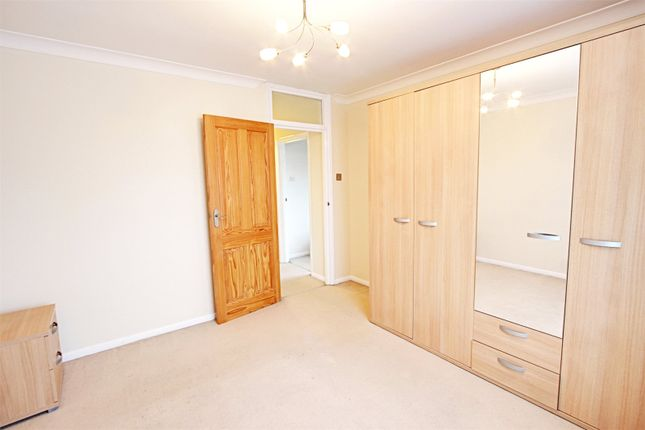 Picture No. 04 of Harris Close, Enfield, Middlesex EN2