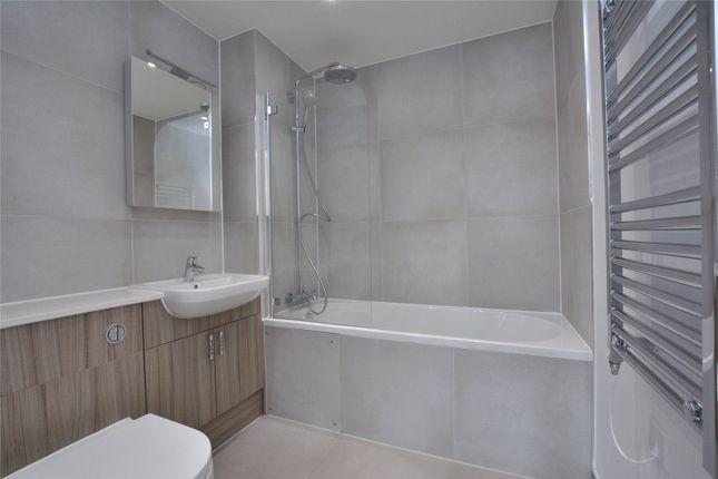Family Bathroom of Argo House, 180 Kilburn Park Road, Kilburn Park, London NW6