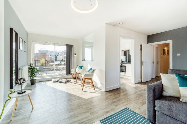 Thumbnail Flat to rent in Great Marlborough St, London