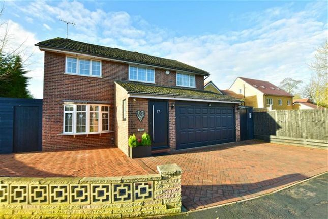 Thumbnail Detached house for sale in Baytree Walk, Watford, Herts